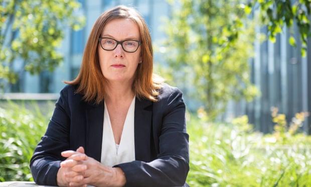 giáo sư người Anh Sarah Gilbert