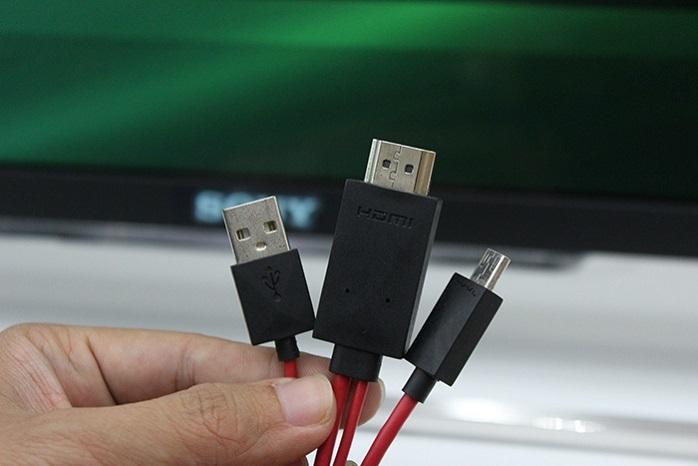 Dây cáp MHL 3 đầu sử dụng chuẩn kết nối giúp truyền hình ảnh, âm thanh chất lượng cao từ điện thoại ra ngoài.